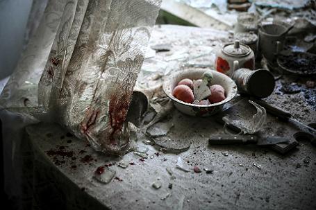 В одном из разрушенных домов Донецка.
