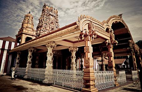 Один из многочисленных храмов на острове Шри-Ланка.