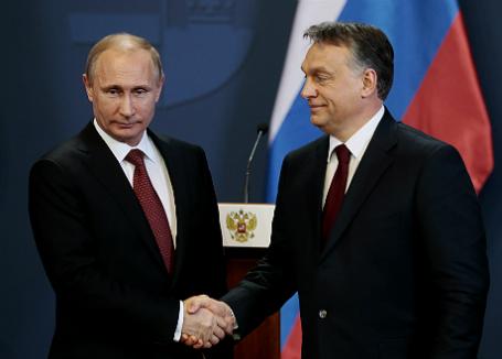 Президент России Владимир Путин и премьер-министр Венгрии Виктор Орбан (слева направо) на совместной пресс-конференции по итогам переговоров.