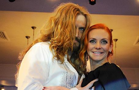 Актер Никита Джигурда с супругой фигуристкой Мариной Анисиной.