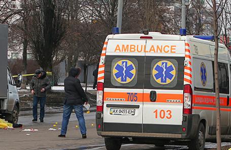 На проспекте Маршала Жукова, где во время шествия в честь годовщины «Евромайдана» произошел взрыв. Харьков, Украина. 22 февраля 2015.