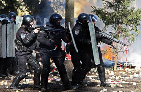 Киев. 20 февраля 2014 года. Бойцы «Беркута» во время массовых беспорядков.