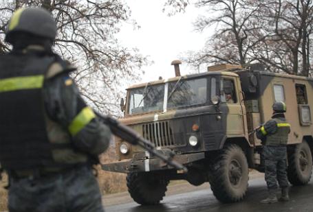 Блокпост украинских военных на въезде в Мариуполь.