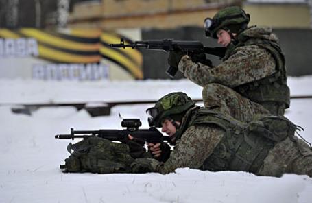 Демонстрация новой боевой экипировки «Ратник» на полигоне «Алабино».