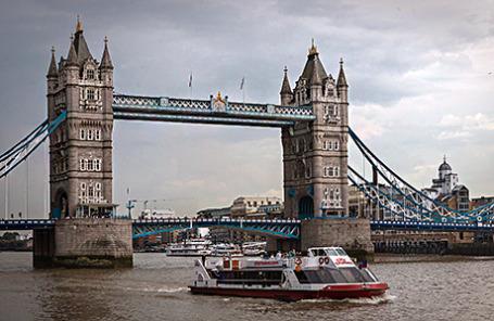 Великобритания. Лондон. Вид на Тауэрский мост.