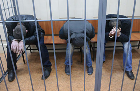 Эскерханов, Анзор Губашев и Бахаев (слева направо), подозреваемые в убийстве политика Бориса Немцова в Басманном суде.