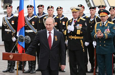Президент России Владимир Путин на параде Победы в Севастополе.