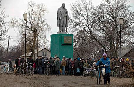 В селе Чернухино недалеко от города Дебальцево к северо-востоку от Донецка.