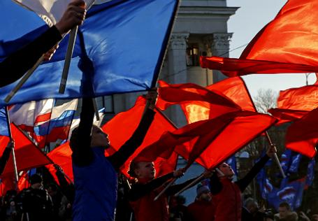 Выступление танцоров во время празднования первой годовщины присоединения Крыма к России.