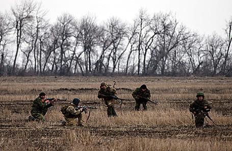 Ополченцы недалеко от Дебальцево.