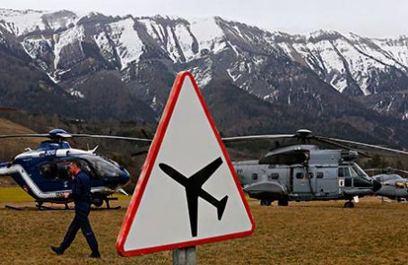 Спасательная операция на месте крушения Аэробуса А320 авиакомпании Lufthansa Germanwings недалеко от Сейн-лез-Альп в районе Французских Альп.