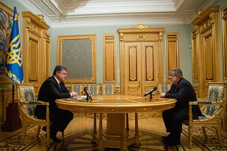 Президент Украины Петр Порошенко подписал указ об отставке губернатора Днепропетровской области Игоря Коломойского.