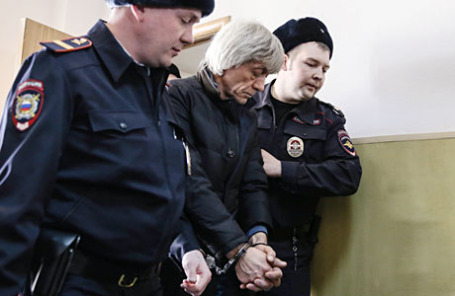 Экс-руководитель судебного департамента при Верховном суде России Вячеслав Липезин (в центре).