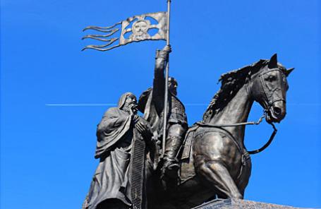 Памятник князю Владимиру и святителю Федору во Владимире.