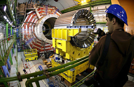 Большой Адронный Коллайдер в Европейском центре ядерных исследований.