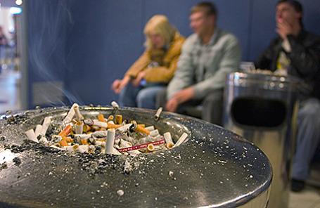 Место для курения в аэропорту.