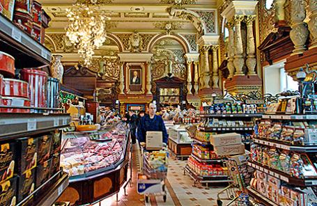 Магазин «Елисеевский» на Тверской улице в Москве.