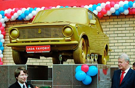 Памятник автомобилю «ВАЗ-2101», который в народе называют «копейка», в Москве.