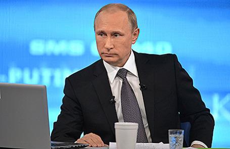 Президент РФ Владимир Путин во время ежегодной специальной программы «Прямая линия с Владимиром Путиным», Москва, 16 апреля 2015.