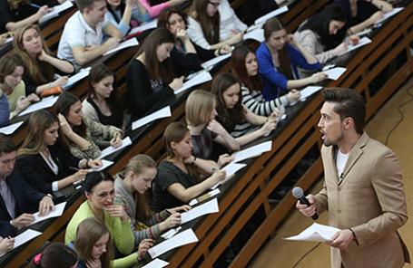 Певец Дима Билан во время ежегодной международной образовательной акции «Тотальный диктант»  в Московском педагогическом государственном университете.