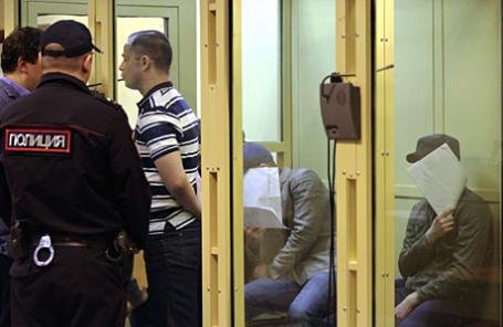 Участники «Боевой организации русских националистов» (БОРН), обвиняемые в убийстве судьи Мосгорсуда Эдуарда Чувашова, во время оглашения приговора в Мособлсуде.