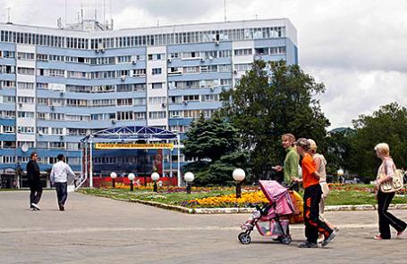 Краснодарский край. На площади Октябрьской революции в городе Туапсе.