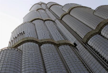 Самое высокое здание в мире — небоскреб Бурдж-Халифа в Дубае.