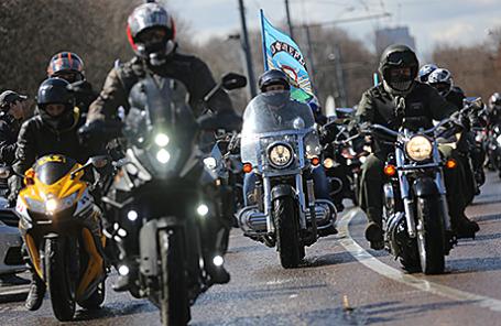 Мотоциклисты во время пробега мотоклуба «Ночные волки» в честь 70-летия Победы.