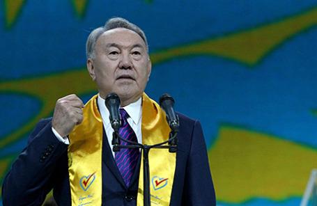 Президент Казахстана Н.Назарбаев на встрече со своими сторонниками после оглашения результатов выборов.