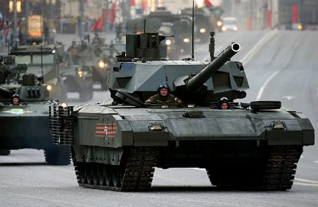 Танк Т-14 «Армата» во время проезда военной техники по Тверской улице перед репетицией парада на Красной площади в честь 70-летия Победы в Великой Отечественной войне.