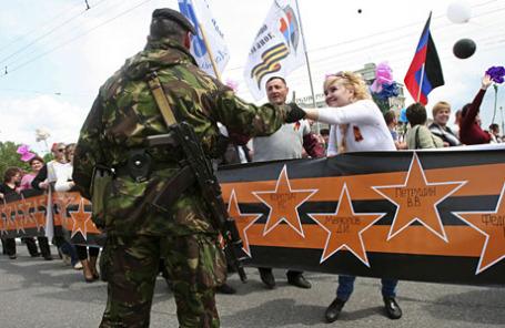 Парад в честь первой годовщины самопровозглашенной ДНР в Донецке.