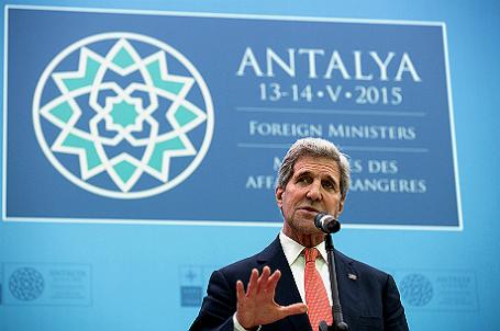 Глава госдепартамента США Джон Керри выступает на встрече министров иностранных дел НАТО в Анталии (Турция).