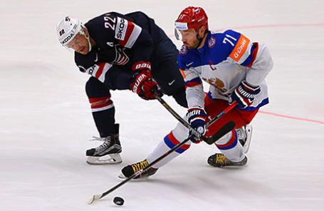 Игроки сборных команд по хоккею США и России.