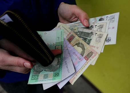 Российские рубли и гривны.