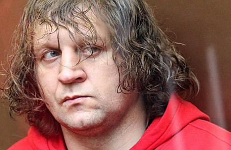 Боец смешанных единоборств Александр Емельяненко, обвиняемый в совершении насильственных действий сексуального характера, во время заседания в Симоновском суде.