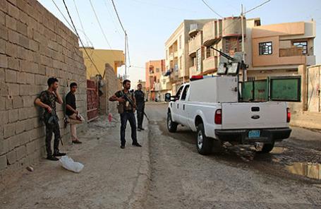 Суннитские бойцы и иракские полицейские в городе Рамади.
