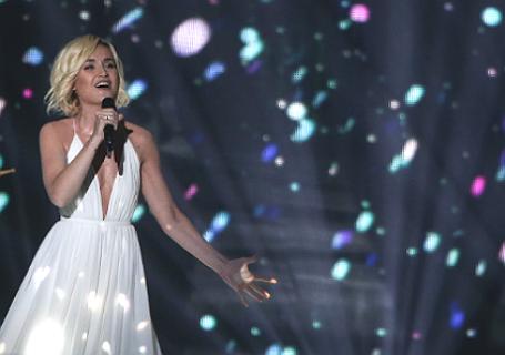 Российская певица Полина Гагарина во время выступления в первом полуфинале международного конкурса «Евровидение — 2015».