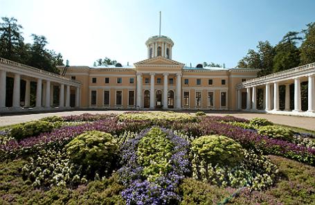 Вид на дворец усадьбы «Архангельское».