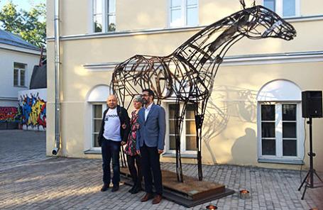 Алексей Герман-младший, скульптор Антонина Фатхуллина и куратор выставки Антонио Джеуза.
