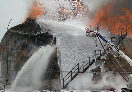 Пожар на нефтебазе.