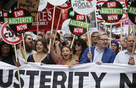 Массовая акция протеста против политики жесткой экономии в центре Лондона.