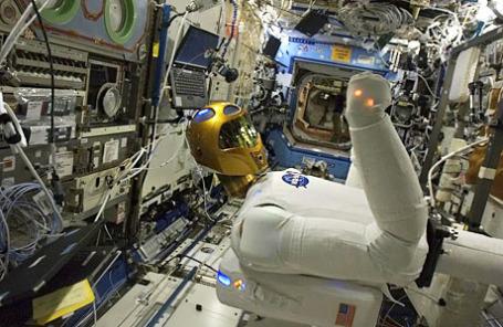Андроид-космонавт «Робонавт-2».