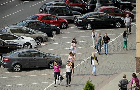 Парковочная разметка на тротуарах Москвы.