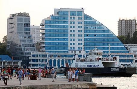 Вид на новый жилой комплекс в Севастополе.