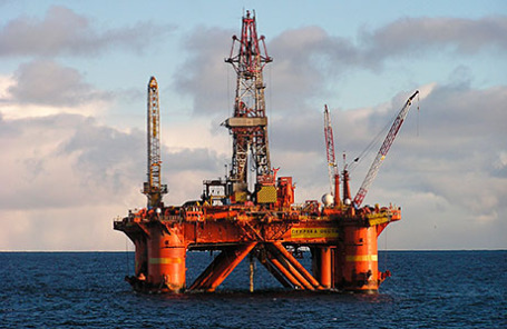 Полупогружная буровая установка Deepsea Delta на Штокмановском месторождении.