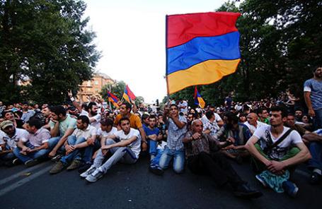 Митинг против повышения тарифов на электроэнергию в Ереване.