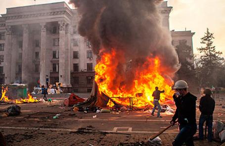 Пожар у здания областного совета профсоюзов, май 2014 года.