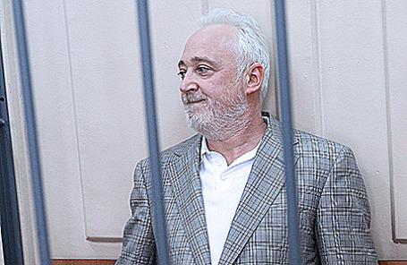 Леонид Меламед, задержанный по делу о растрате в особо крупном размере, во время рассмотрения ходатайства следствия об избрании меры пресечения в Басманном суде Москвы, 3 июля 2015.