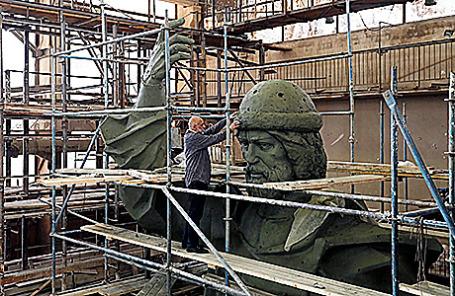 Полноразмерная модель памятника князю Владимиру.