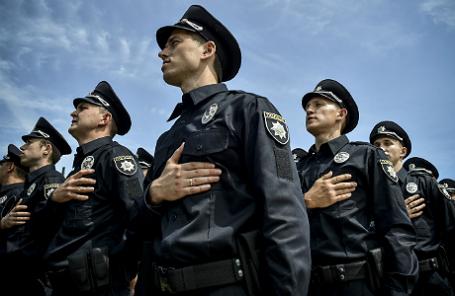 Сотрудники патрульной полиции на церемонии принесения присяги на Софийской площади.